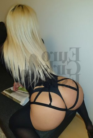 Nour-elhouda live escort in Whitefish Bay and thai massage