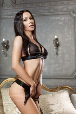Carol-ann thai massage & live escort