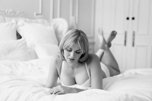 Kaïlie happy ending massage in Grapevine, escort girl